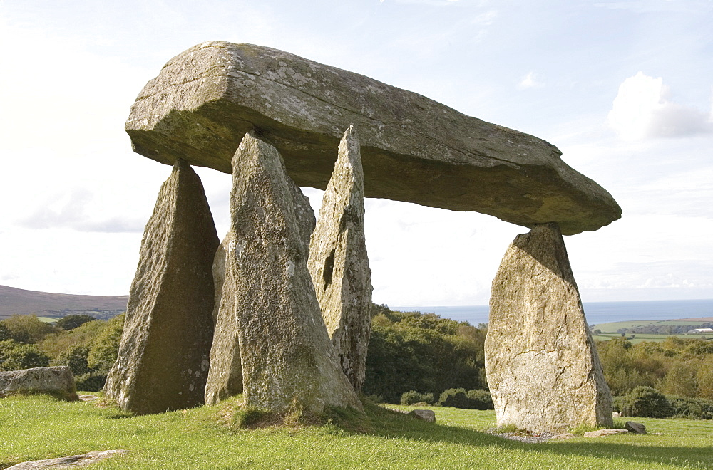 Dolmen, Neolithic burial chamber 4500 years old, Pentre Ifan, Pembrokeshire, Wales, United Kingdom, Europe - 253-3634