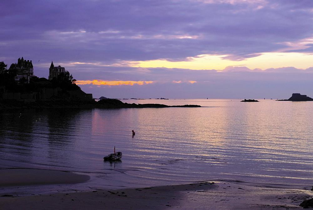 Sunset over bay, Dinard, Cote d'Emeraude (Emerald Coast), Cotes d'Armor, Brittany, France, Europe