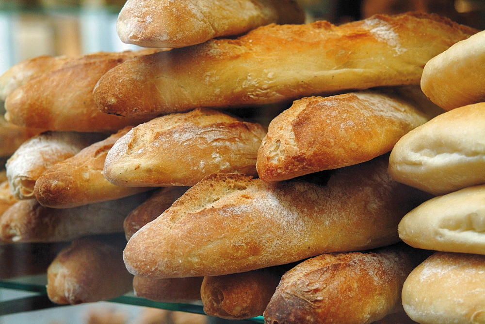 Bread and baguettes in boulangerie in town centre, Lille, Flanders, Nord, France, Europe
