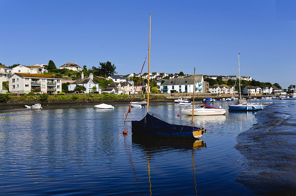 Town Quay, The Kingsbridge estuary, Kingsbridge, Devon, England, United Kingdom, Europe - 255-8951