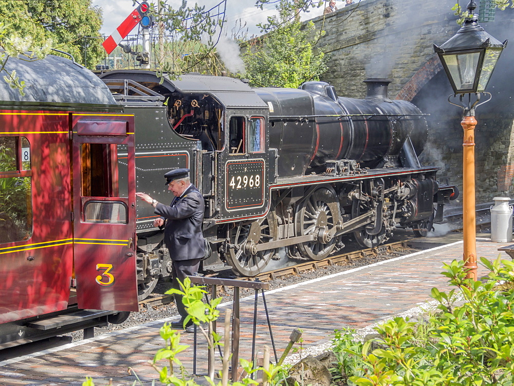 Severn Valley Preserved Steam Railway, Arley Station, Worcestershire, England, United Kingdom, Europe - 255-9025