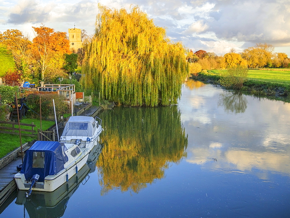 River Avon at Bidford-on-Avon, Warwickshire, England, United Kingdom, Europe - 255-9039