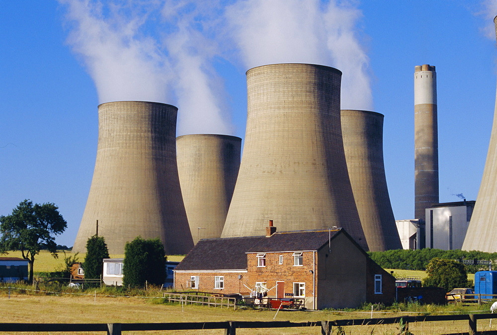 Cooling towers, Radcliffe on Soar Power Station, domestic housing in foreground, Trent Valley, Nottinghamshire, England, UK, Europe - 29-2201