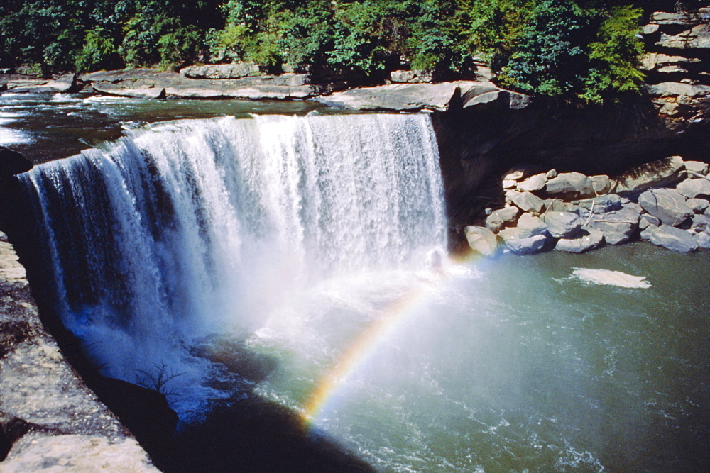 Cumberland Falls on the Cumberland River, it drops 60 feet over the sandstone edge, Kentucky, USA