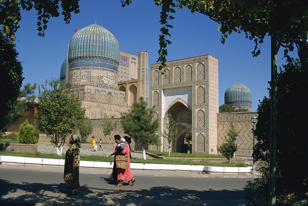 On the street in front of Bibi-Khanym Mosque, Samarkand, Uzbekistan, Central Asia, Asia