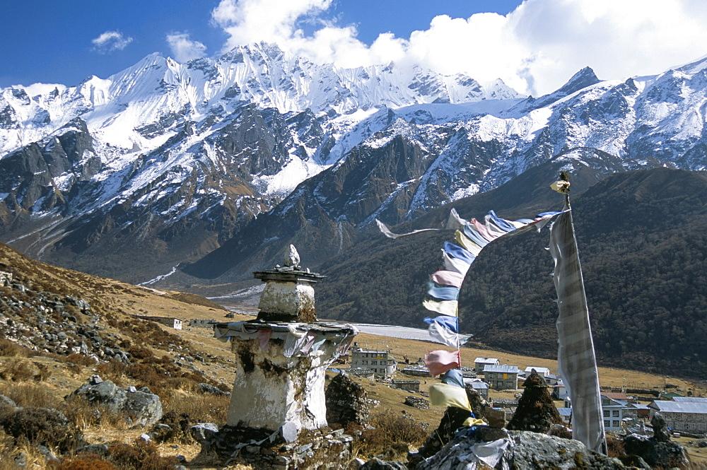 Prayer flags on Kyanjin Gompa, Langtang, Himalayas, Nepal, Asia - 29-4685