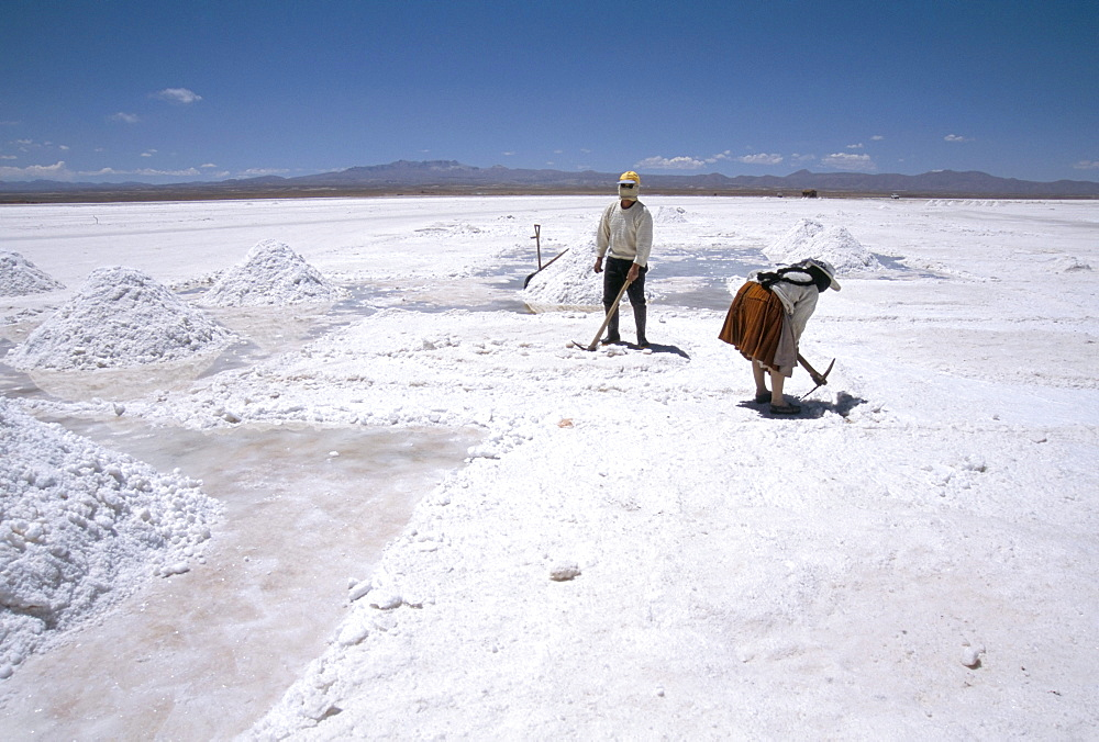 Hand-working in Colchani salt pans, Salar de Uyuni, salt flat, Southwest Highlands, Bolivia, South America