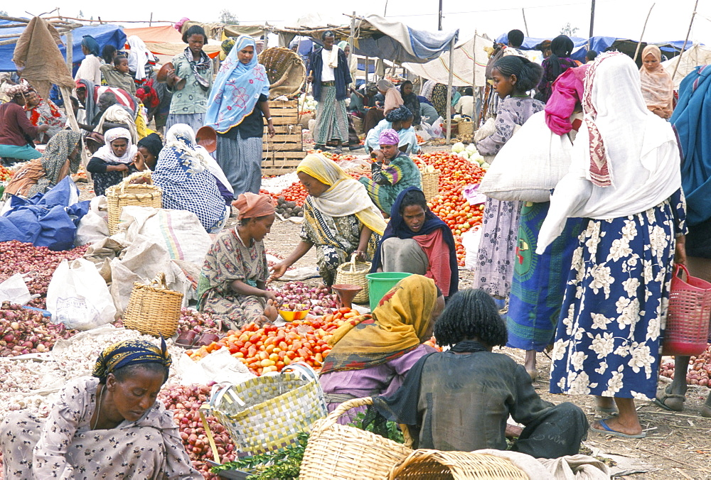 Weekly market in Bati, the largest outside Addis Ababa, Northern Highlands, Ethiopia, Africa