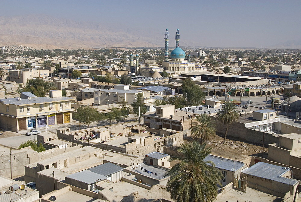 Main mosque and new souk in centre of desert town, Lar city, Fars province, southern Iran, Middle East