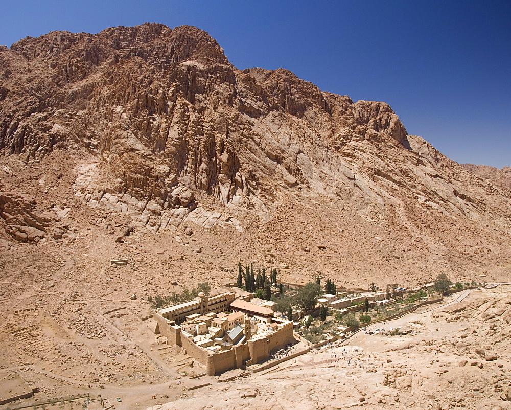St. Catherine's Monastery, UNESCO World Heritage Site, with shoulder of Mount Sinai behind, Sinai Peninsula Desert, Egypt, North Africa, Africa - 29-4966