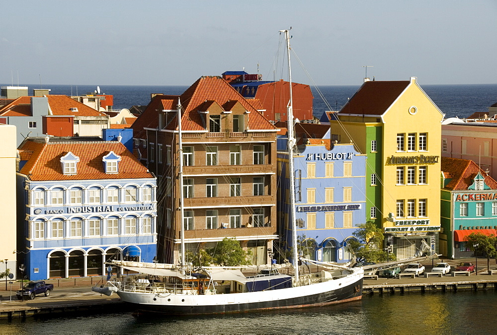 Dutch style buildings along the waterfront of the Punda central district, Willemstad, Curacao (Dutch Antilles), UNESCO World Heritage Site, West Indies, Caribbean, Central America