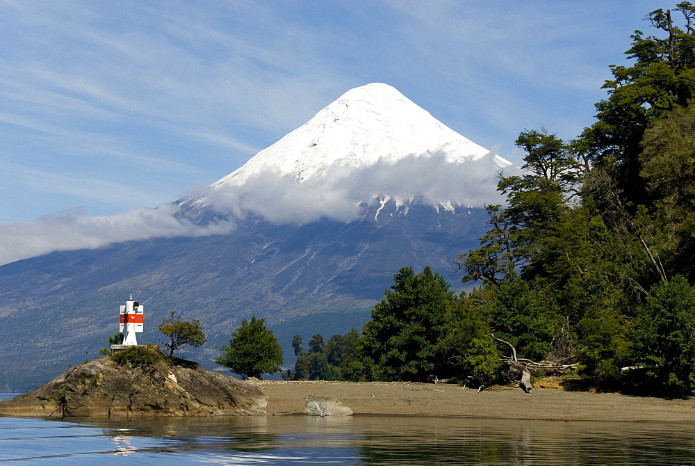 Volcan Osorno and Lago Todos los Santos, Cruce des Lagos, Puerto Varas, Lakes District, southern Chile, South America