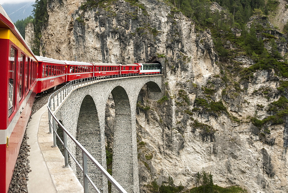 Landwasser Viaduct, Filisur, Albula railway on the Glacier Express route, UNESCO World Heritage Site, Switzerland, Europe - 29-5391
