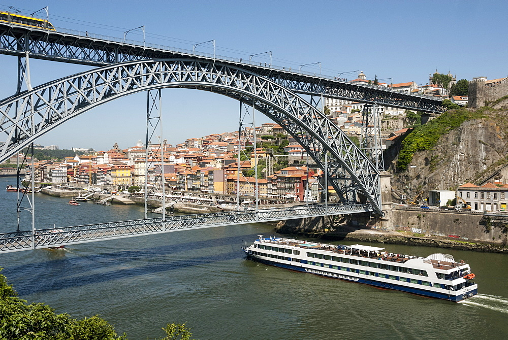 Ponte de Dom Luis I over River Douro, Porto, Portugal, Europe
