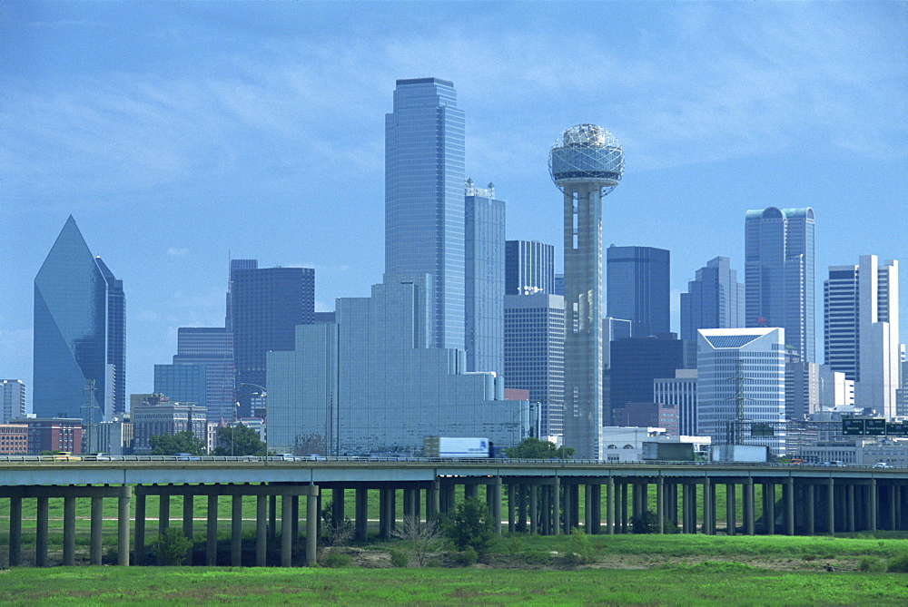 Freeway bridge over the Dallas River floodplain, and skyline of the downtown area, Dallas, Texas, United States of America, North America - 29-595
