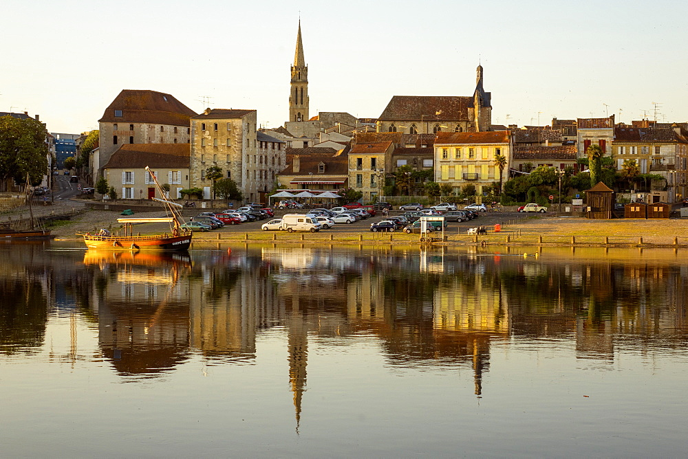 Port and River Dordogne, Bergerac, Perigord, Aquitaine, France, Europe - 306-4402