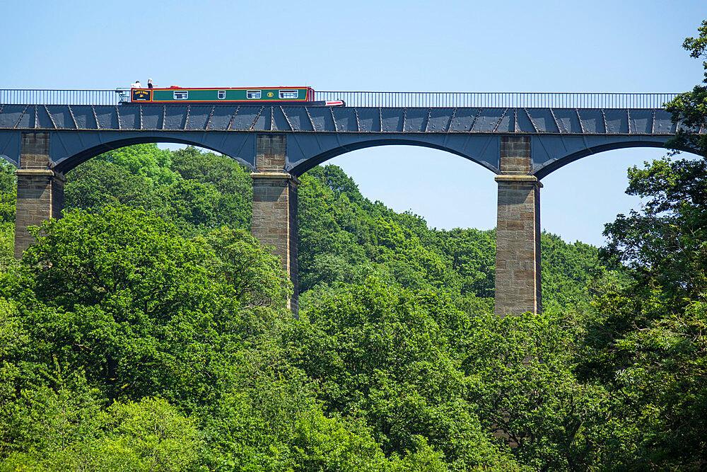 Llangollen canal passes over river Dee valley at Pontcysyllte Aqueduct, Denbighshire/Wrexham, Wales