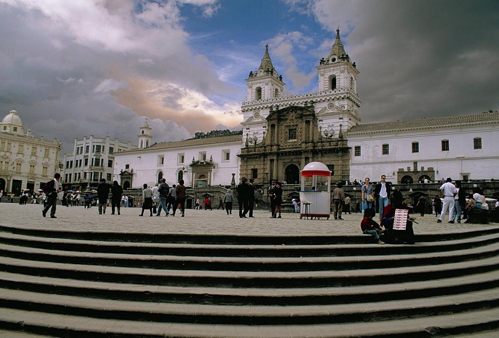 Monasterio de San Francisco, with glow of volcanic ash in sky, Plaza de San Francisco, Old town, Quito, UNESCO World Heritage Site, Ecuador, South America