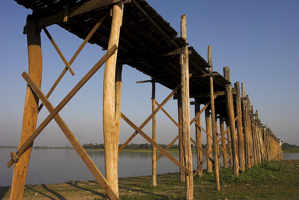U Bein's Bridge, the longest teak span bridge in the world, originally supported by 984 teak posts, Taungthaman Lake, Amarapura, Mandalay, Myanmar (Burma), Asia