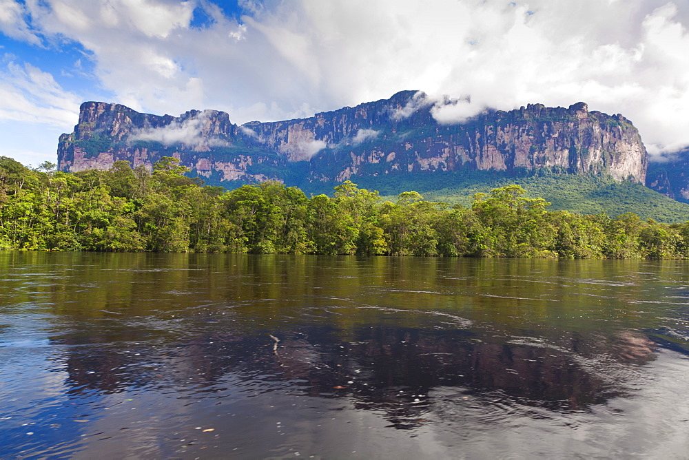 Scenery on boat trip to Angel Falls, Canaima National Park, Guayana Highlands, Venezuela, South America