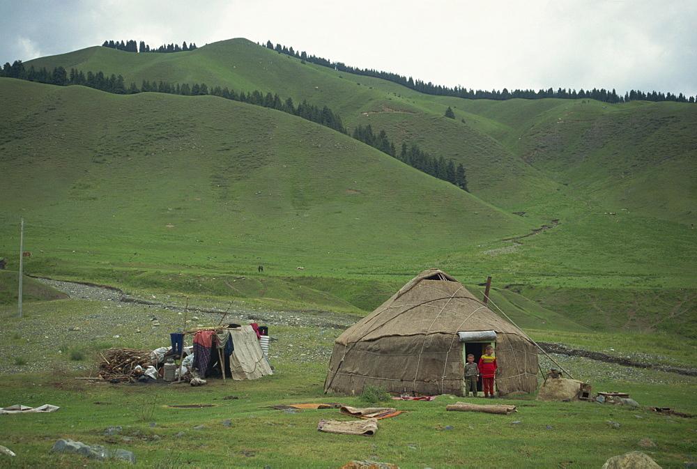 Children in front of a yurt on the Baiyanggou pasturelands in Xinjiang Province, China, Asia