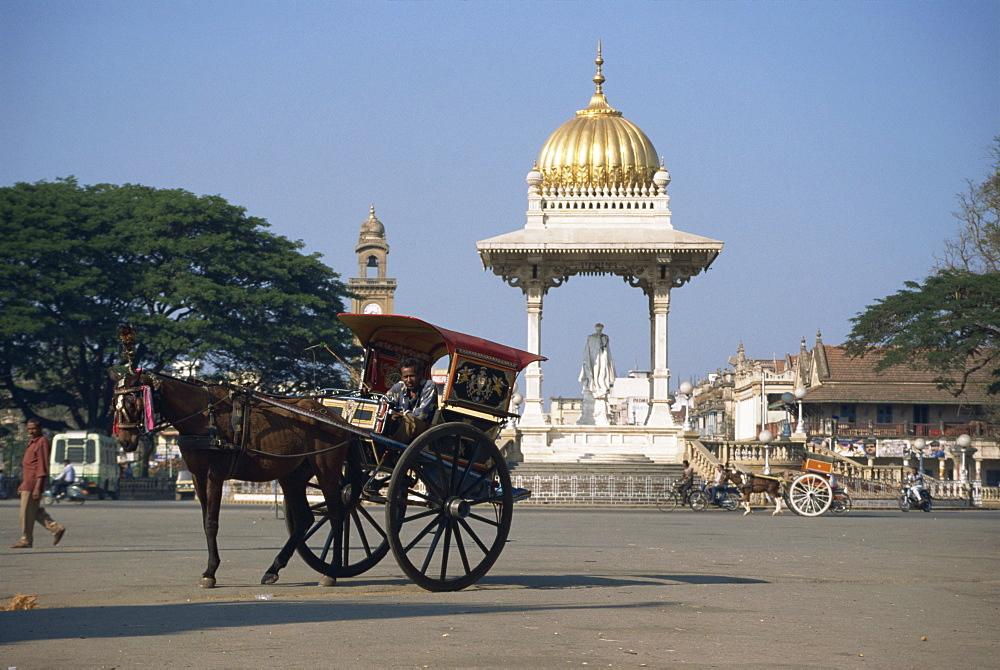 Horse and cart, Mysore, Karnataka state, India, Asia