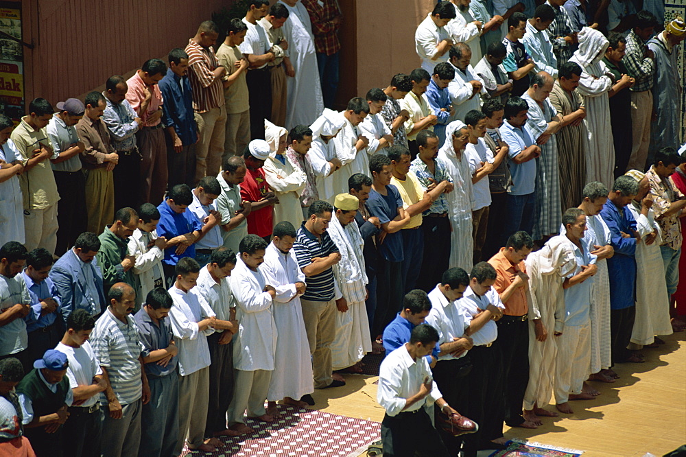 Friday prayers at mosque in Djemaa el Fna, Marrakech, Morocco, North Africa, Africa - 321-3257