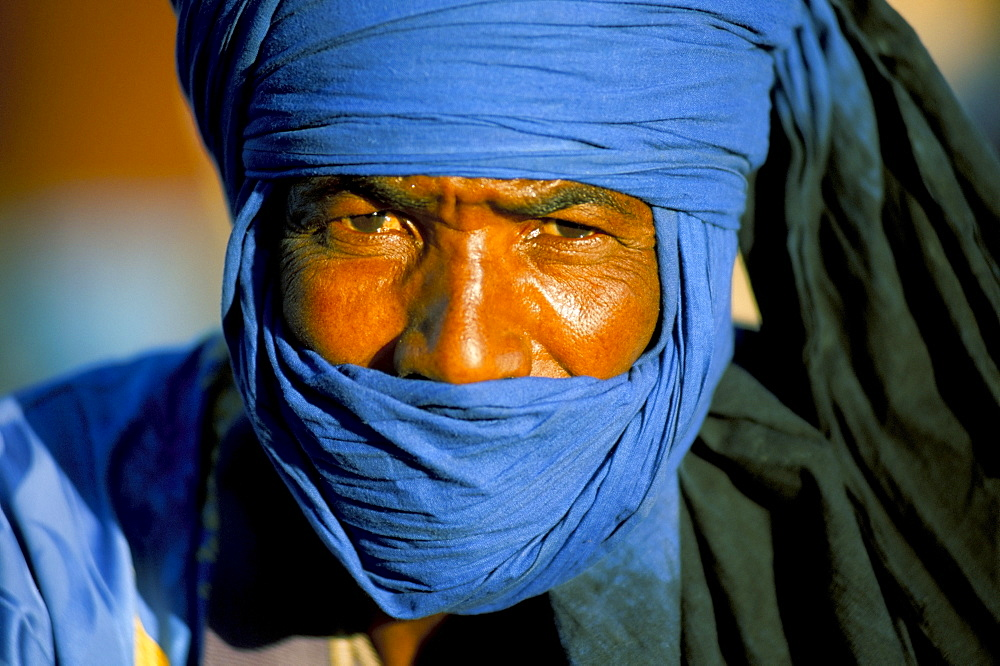 Man wearing blue headscarf, Djemma el Fna, Marrakech (Marrakesh), Morocco, North Africa, Africa - 321-3861