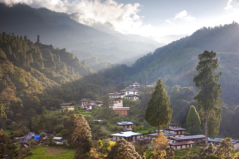 Village of Chendebji set among forested hills between the towns of Wangdue Phodrang and Trongsa, Bhutan, Himalayas, Asia