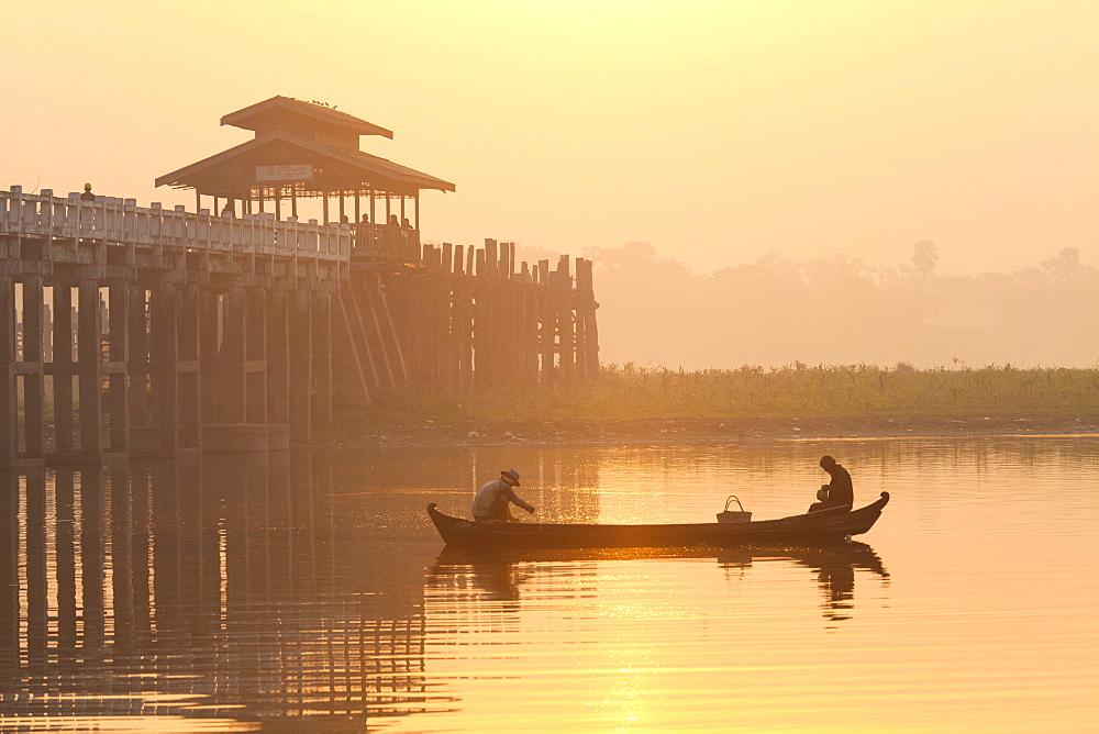 Fishermen on Taungthaman Lake in dawn mist, near U Bein Bridge, Amarapura, near Mandalay, Myanmar (Burma), Asia