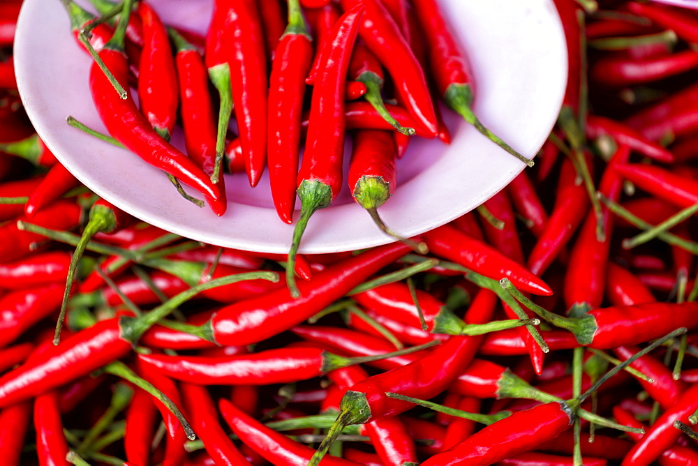 Red chillies on sale in town market, Kengtung (Kyaingtong), Shan State, Myanmar (Burma), Asia - 321-5157