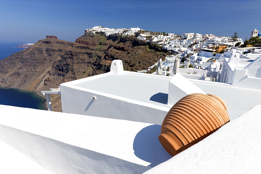 View towards Imerovigli and Oia from Firostefani showing villages clinging to cliffs, Santorini, Cyclades, Greek Islands, Greece, Europe