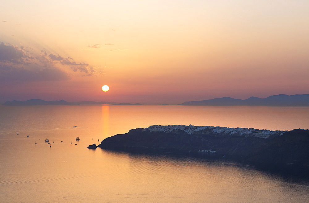 Sunset over Oia from Imerovigli, Santorini, Cyclades Islands, Greek Islands, Greece, Europe - 321-5660