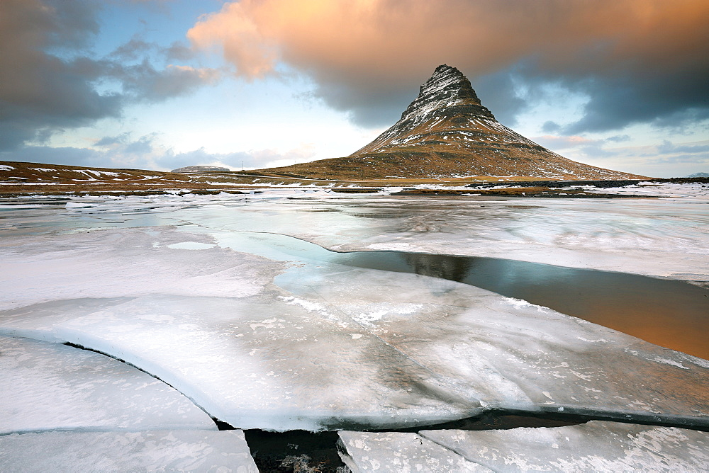 Kirkjufell (Church Mountain) in winter, near Grundafjordur, Snaefellsnes Peninsula, Iceland, Polar Regions