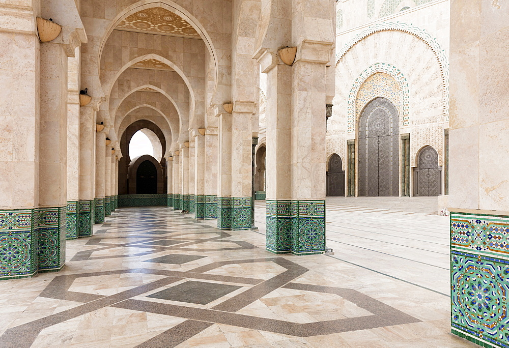 Arches and columns, part of the Hassan II Mosque (Grande Mosquee Hassan II), Casablanca, Morocco, North Africa, Africa - 321-5896