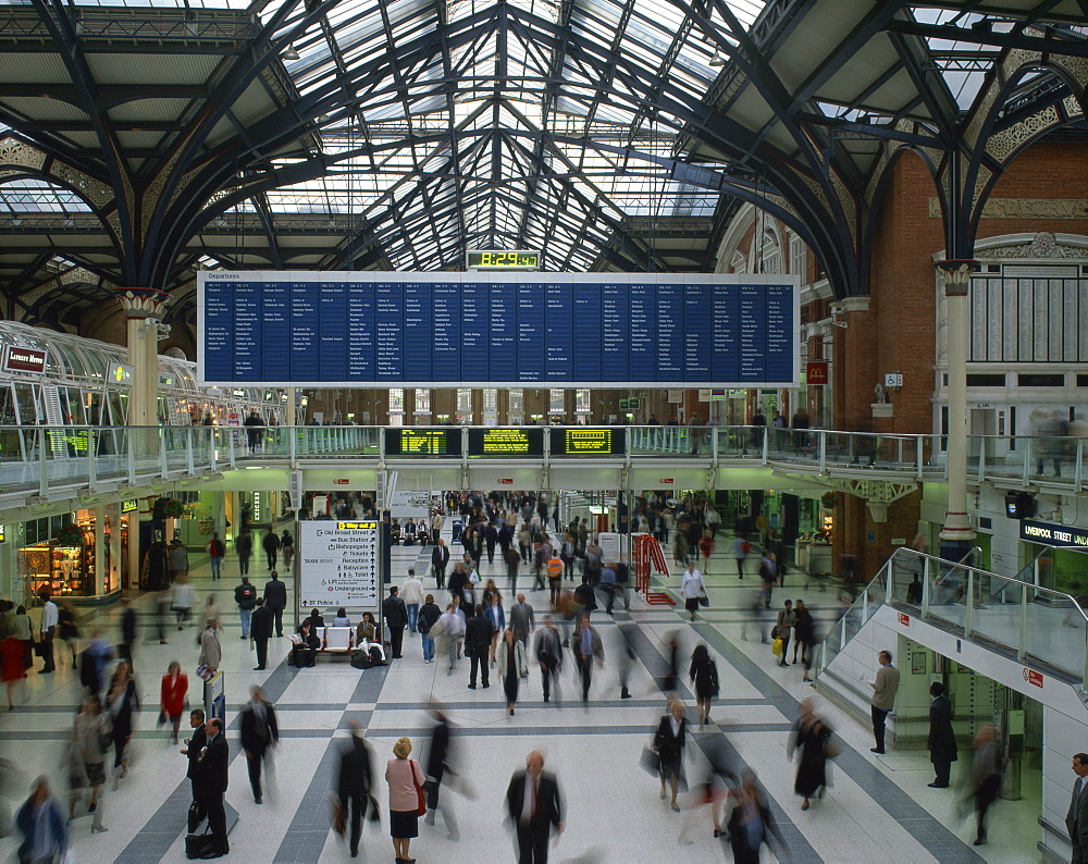 Passenger concourse at Liverpool Street station in London, England, United Kingdom, Europe