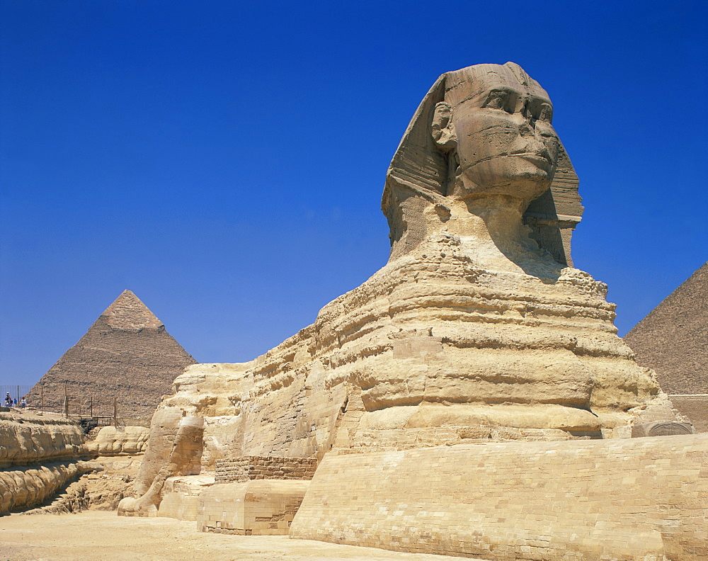 The Great Sphinx and one of the pyramids at Giza, UNESCO World Heritage Site, Cairo, Egypt, North Africa, Africa