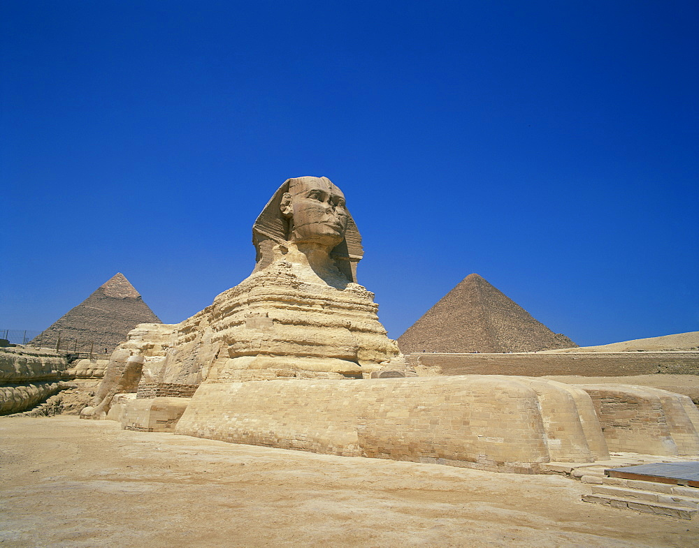 The Great Sphinx and two of the pyramids at Giza, UNESCO World Heritage Site, Cairo, Egypt, North Africa, Africa