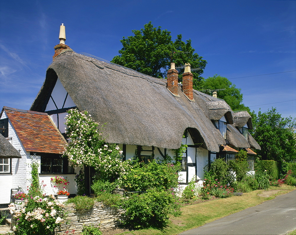 Thatched cottage at Welford on Avon in Warwickshire, England, United Kingdom, Europe