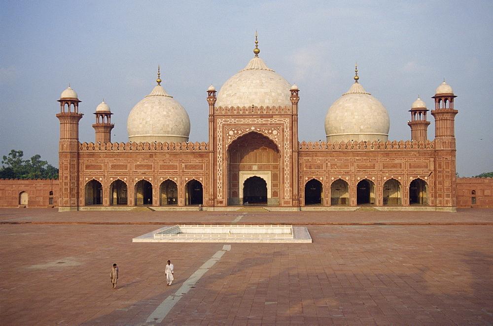 The Badshahi Mosque in Lahore, Punjab, Pakistan, Asia