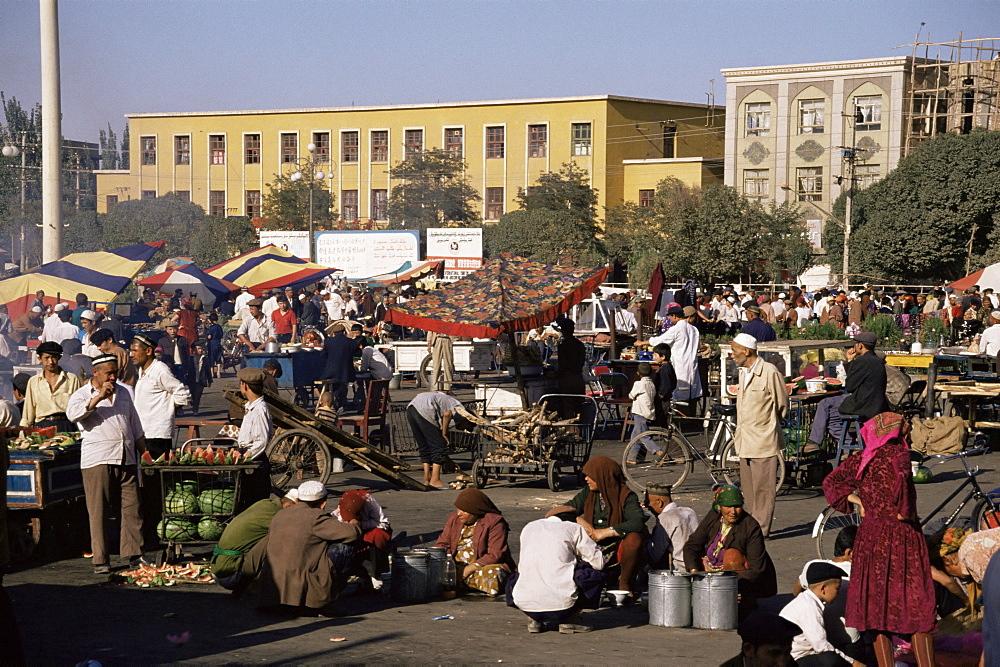 Night market, Id Kah Square, Kashgar (Kashi), Chinese Turkestan, China, Asia