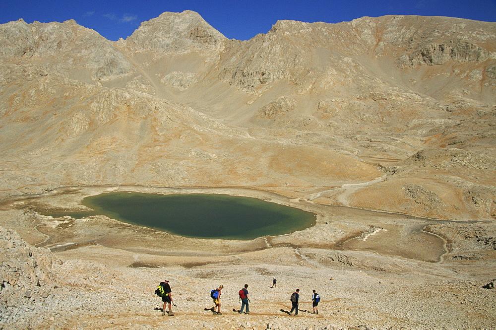 Trekking past lake on Yedigoller Plateau (Seven Lakes), Taurus Mountains, Anatolia, Turkey, Asia Minor, Eurasia