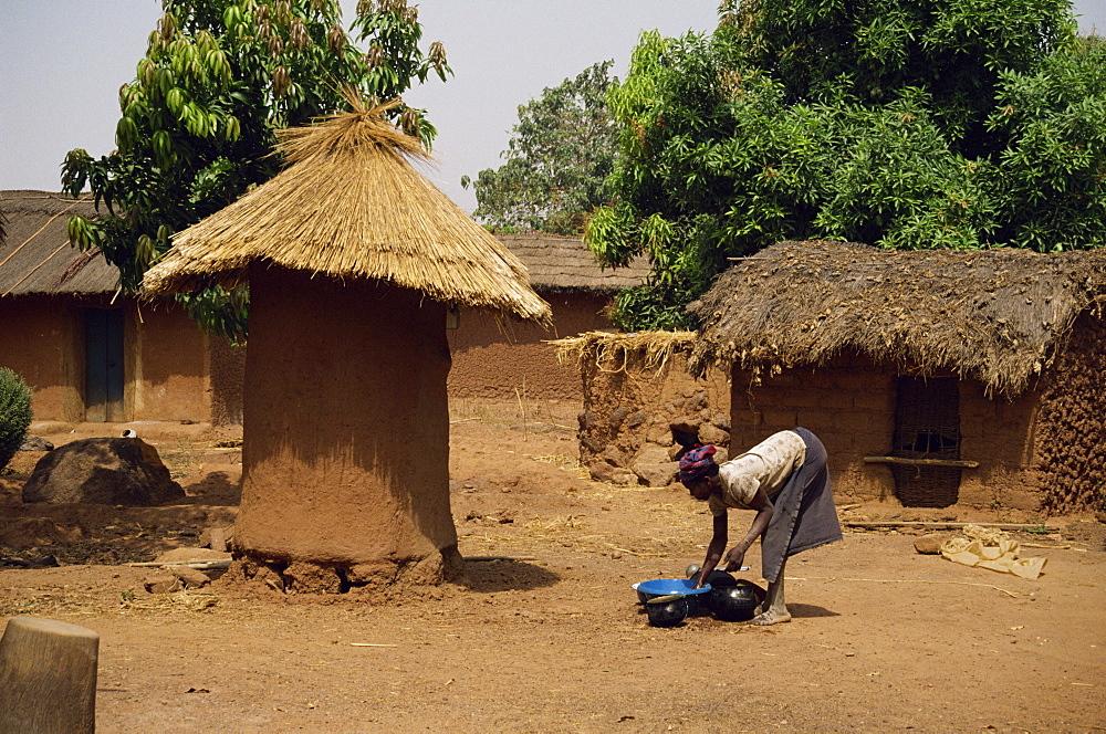 Village scene showing fetish hut, near Korhogo, Ivory Coast, West Africa, Africa