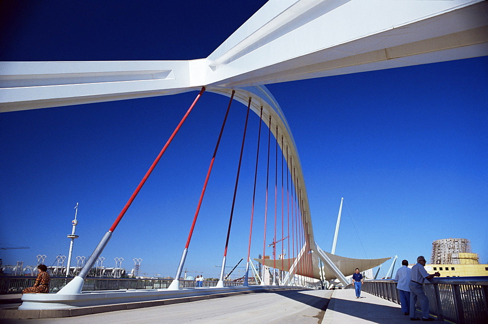 New bridge built for Expo 92, over the Rio Guadalquivir, Seville, Andalucia, Spain, Europe - 358-202