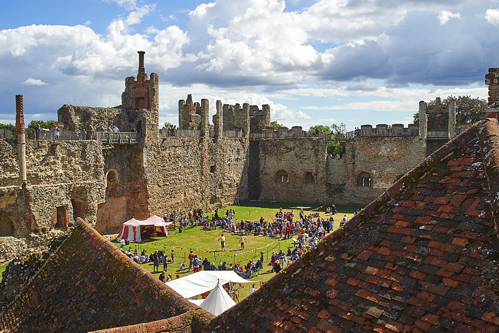 Pageantry festival at Framlingham Castle, Framlingham, Suffolk, England, United Kingdom, Europe - 358-611