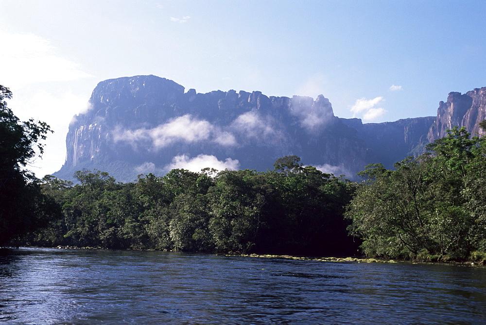 Rio Carrao and Auyun Tepuy, Canaima National Park, UNESCO World Heritage Site, Venezuela, South America