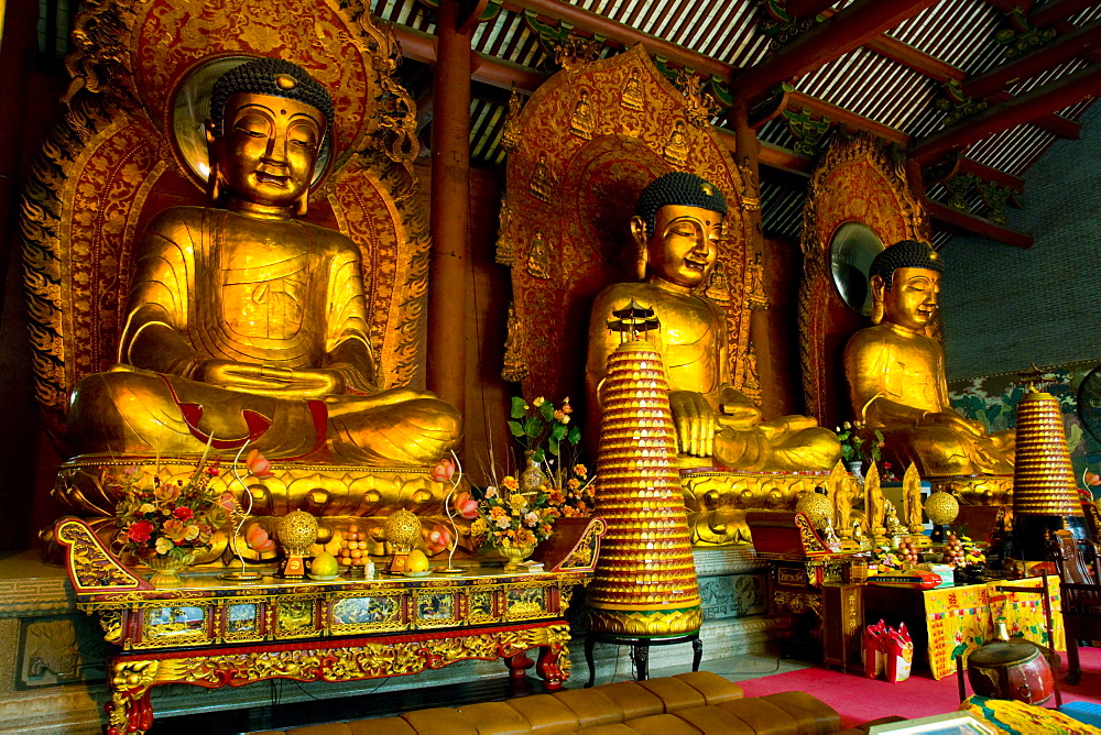 Dafo Buddhist Temple, three statues in interior, Guangzhou (Canton), Guangdong, China, Asia