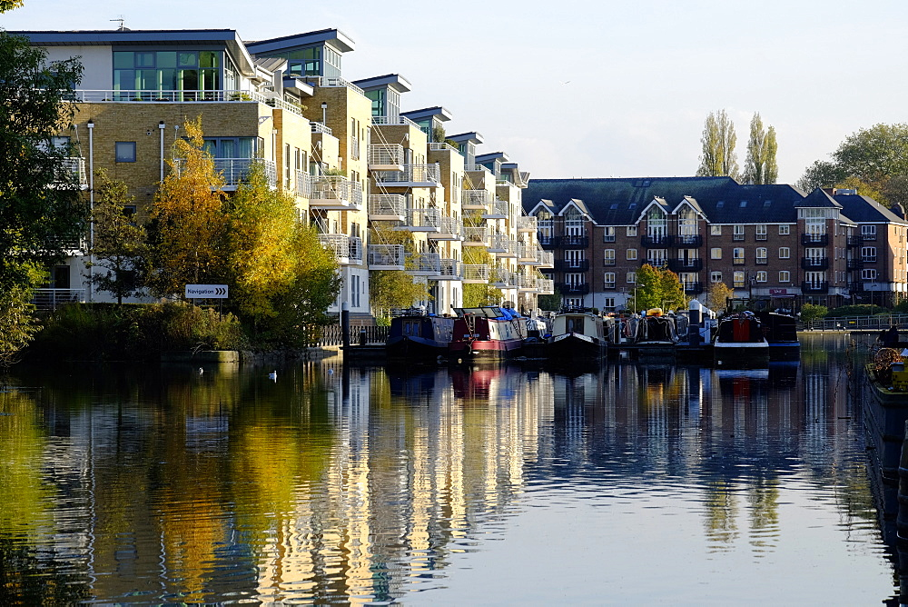 Brentford Canal and apartments, Brentford, London, England, United Kingdom, Europe - 367-6174