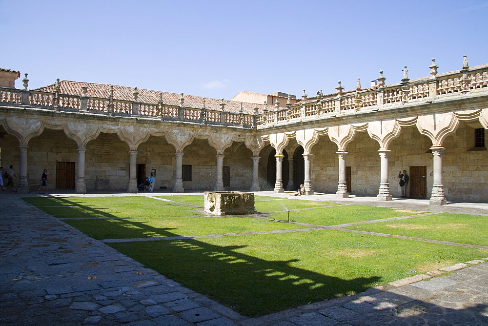 Cloisters and courtyards of Salamanca University, Salamanca, Castilla y Leon, Spain, Europe - 375-686