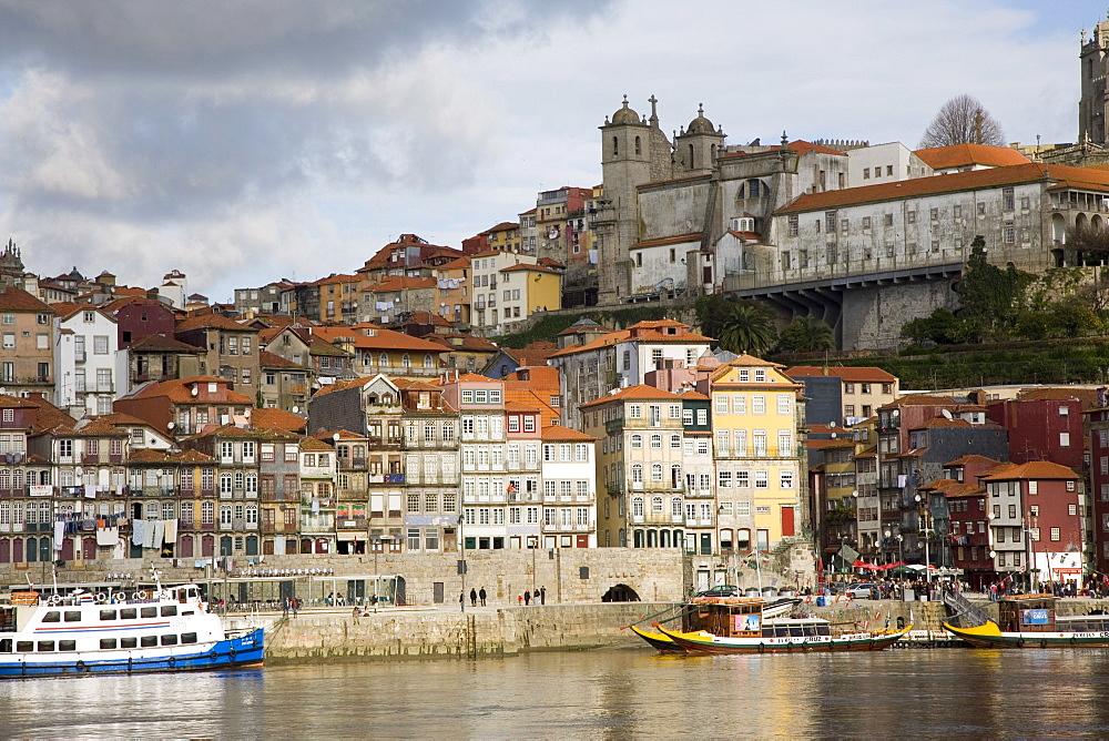 Cais de Ribeira waterfront, Ribeira, Oporto, Portugal, Europe - 375-709